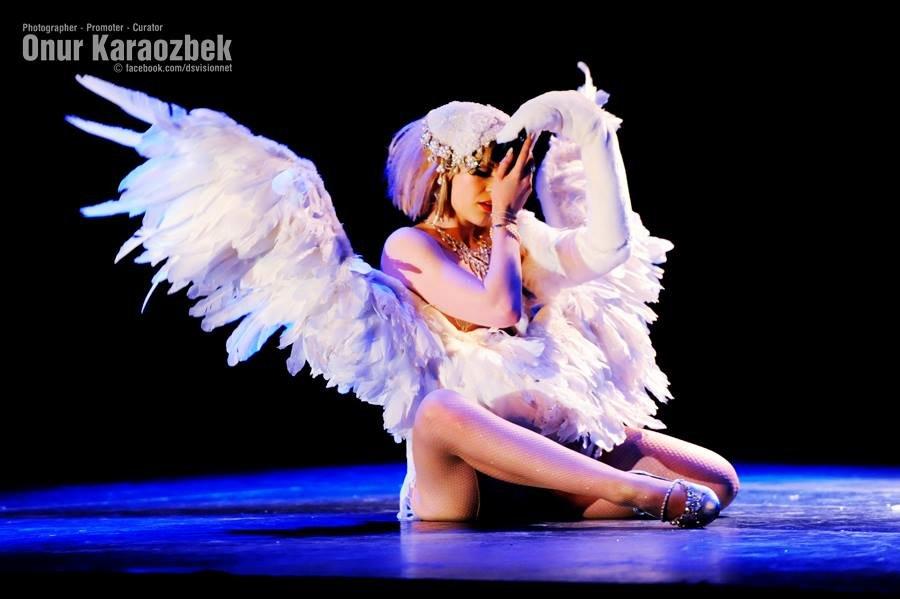 Lucille-spielfuchs-leda-and-the-swan-onur-ka-2