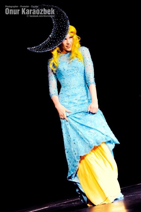 Spielufuchs Moon Princess Gown 1