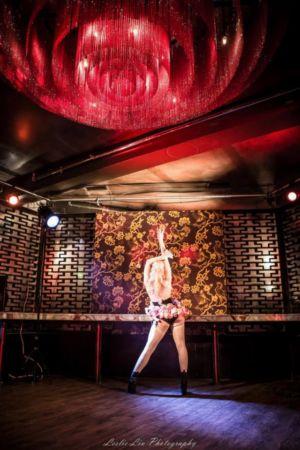 Spielufucsh Burlesque Roses Stage