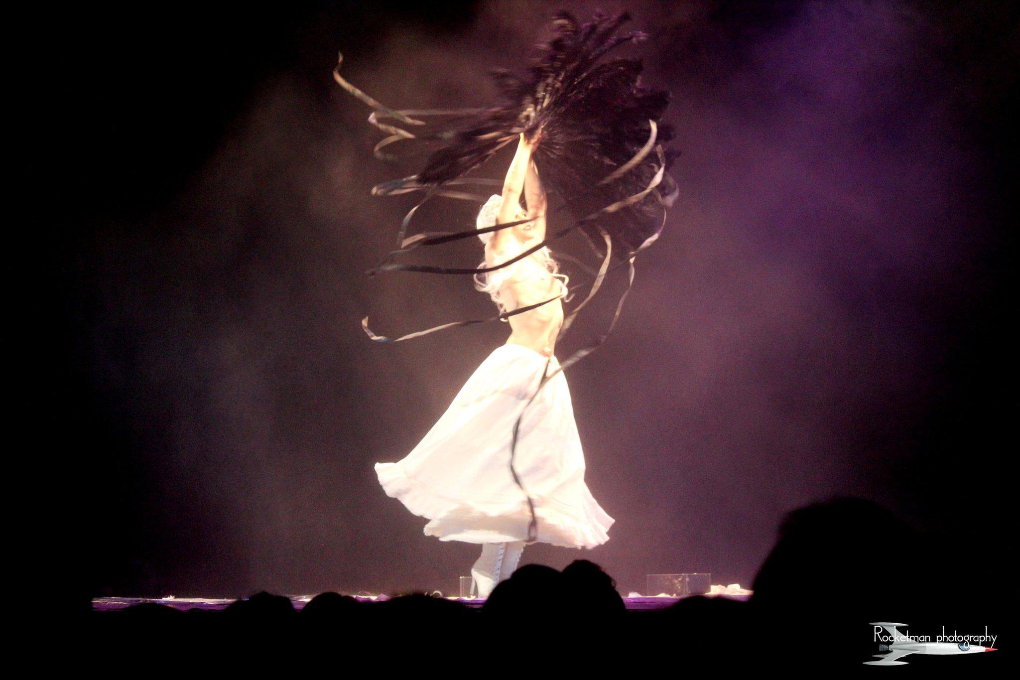 fan swirl white